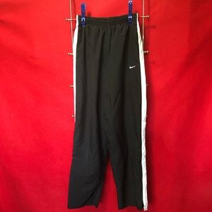 Men's Nike mesh lined sports pants.  A488. Small